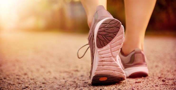 足を圧迫する靴